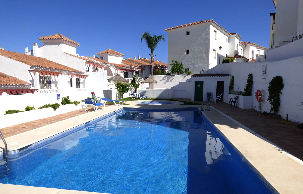 Great bargain apartment in the popular residential area of Riviera del Sol. The south-west facing pr,Spain