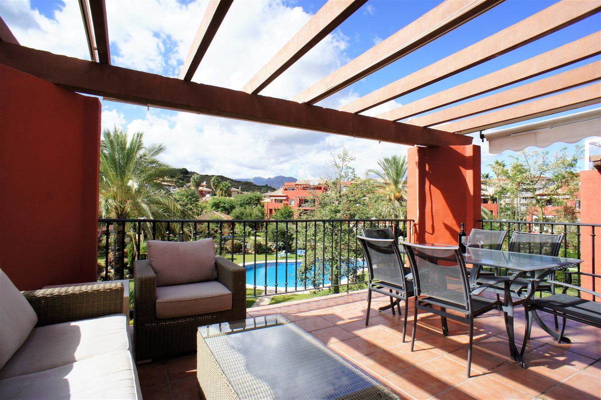 A modern, well maintained 3 bedroom, 3 bathroom 130m2 duplex penthouse with a large South West facin, Spain
