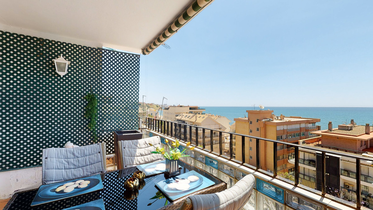 If you are looking for a spacious apartment with great sea views, this is the one!  For sale this du,Spain