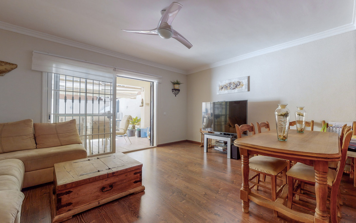 POSSIBLE RENT WITH OPTION TO BUY  Beautiful townhouse completely renovated in the Mirador de Mena Ur,Spain