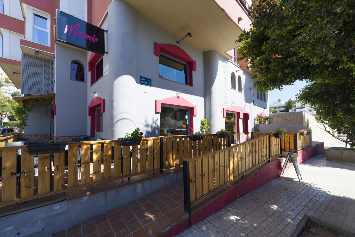 UNIQUE OPPORTUNITY Restaurant-bar to leasehold in the heart of Pedregalejo, one of the best commerci, Spain