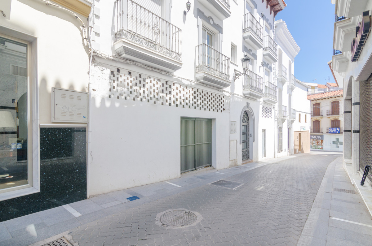 Commercial of 79m2 for sell in a beautiful building recently built in the center of Alhaurin el Gran,Spain