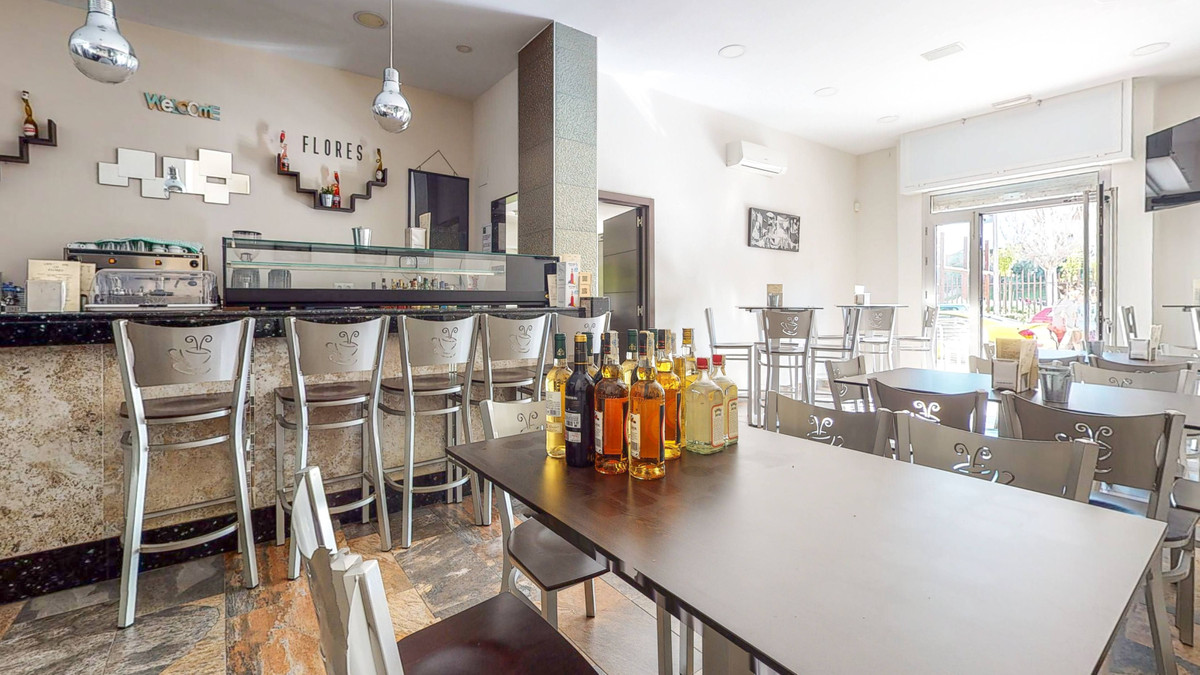 Bar, Malaga, Costa del Sol. Built 68 m².  Setting : Town, Close To Schools. Orientation : East, West, Spain