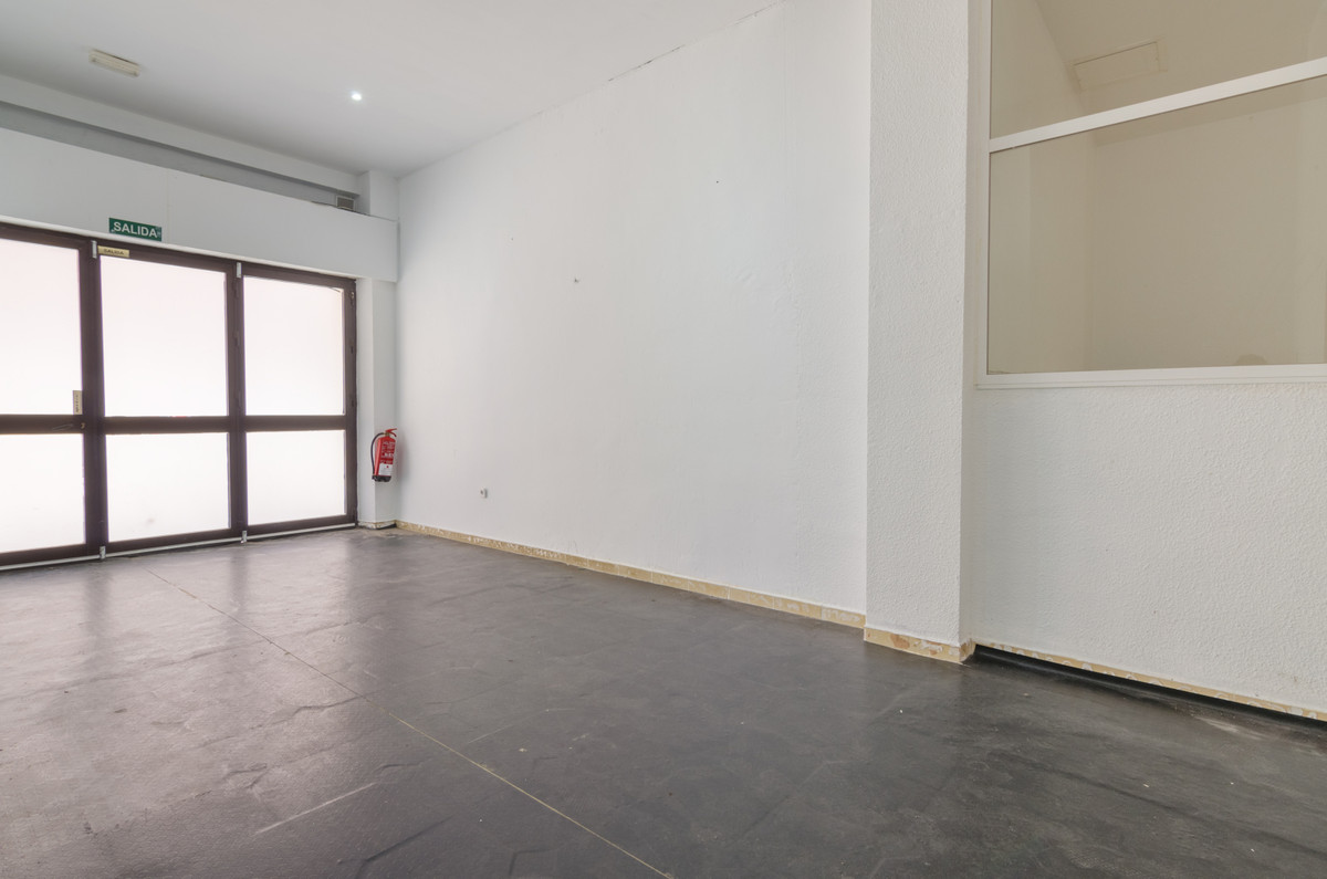 55 m2 commercial space for rent in the center of Fuengirola.  Around all kinds of services, especial,Spain