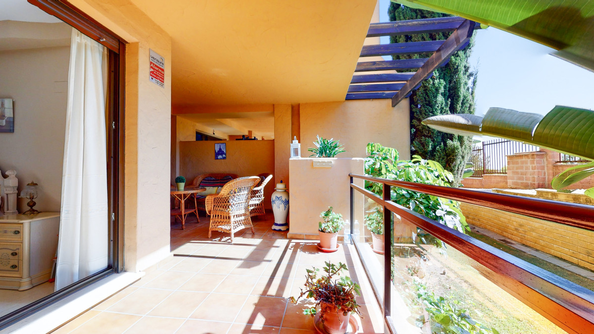 Large ground floor apartment with 2 bedrooms and 2 bathrooms (one of them en-suite) for sale in a lu,Spain