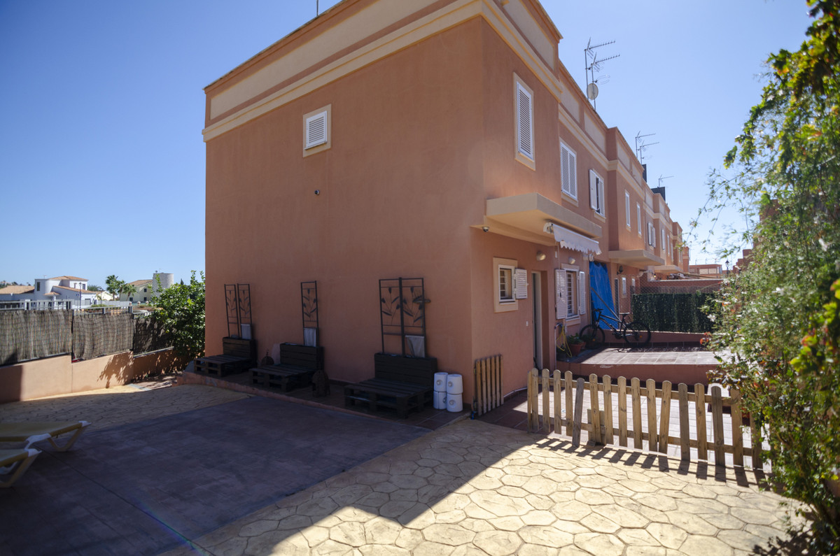 We offer you with this exclusive the opportunity to live in one of the best areas of Velez-Malaga, j, Spain