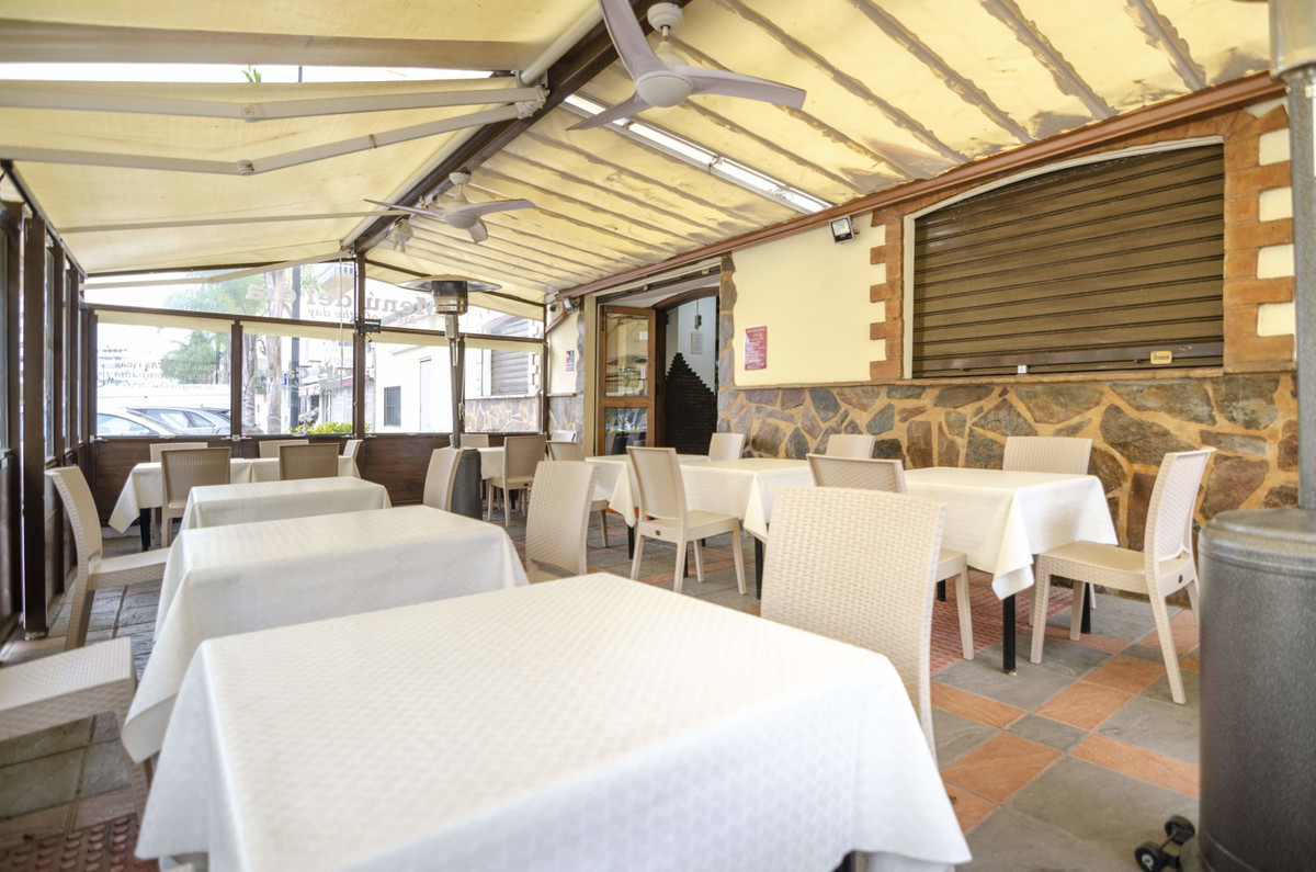 Restaurant in operation, renovated three years ago and therefore in impeccable condition. Located on, Spain