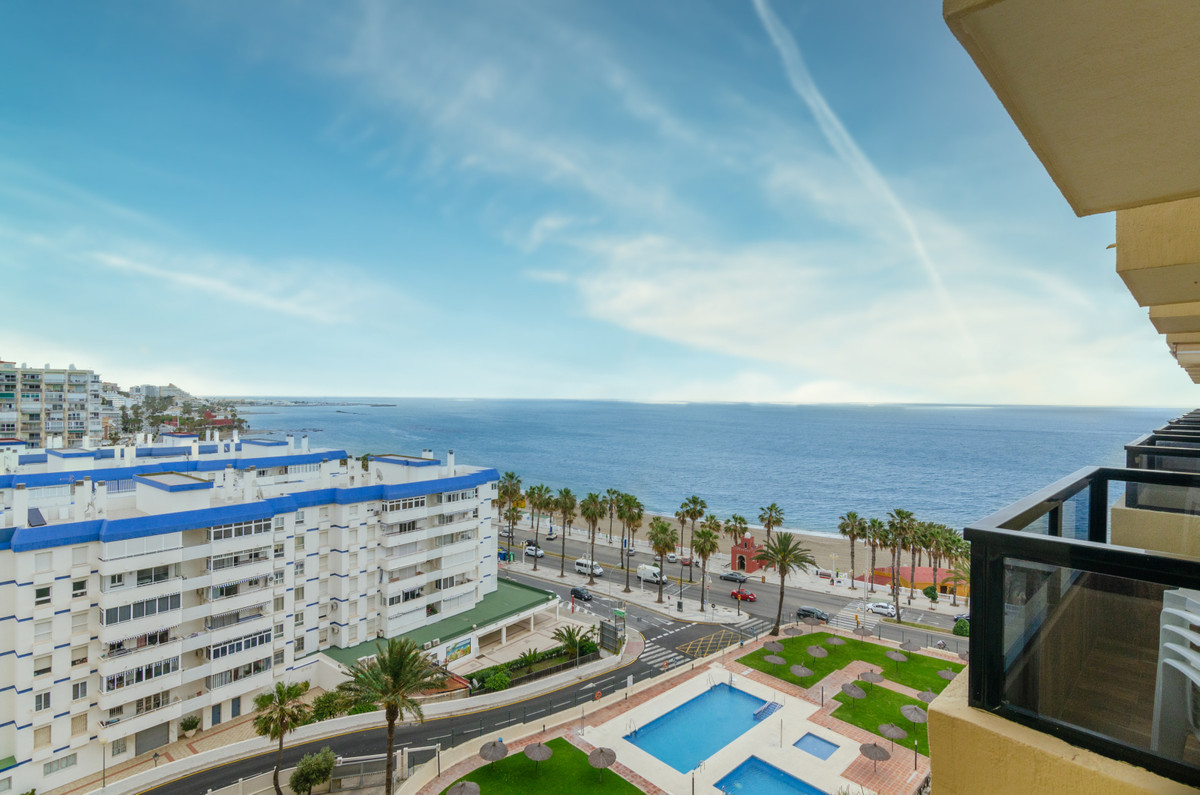 FIRST LINE BEACH APARTMENT WITH SUPERB SEA VIEWS.  Come and see the best apartment in Aloha Playa, c,Spain