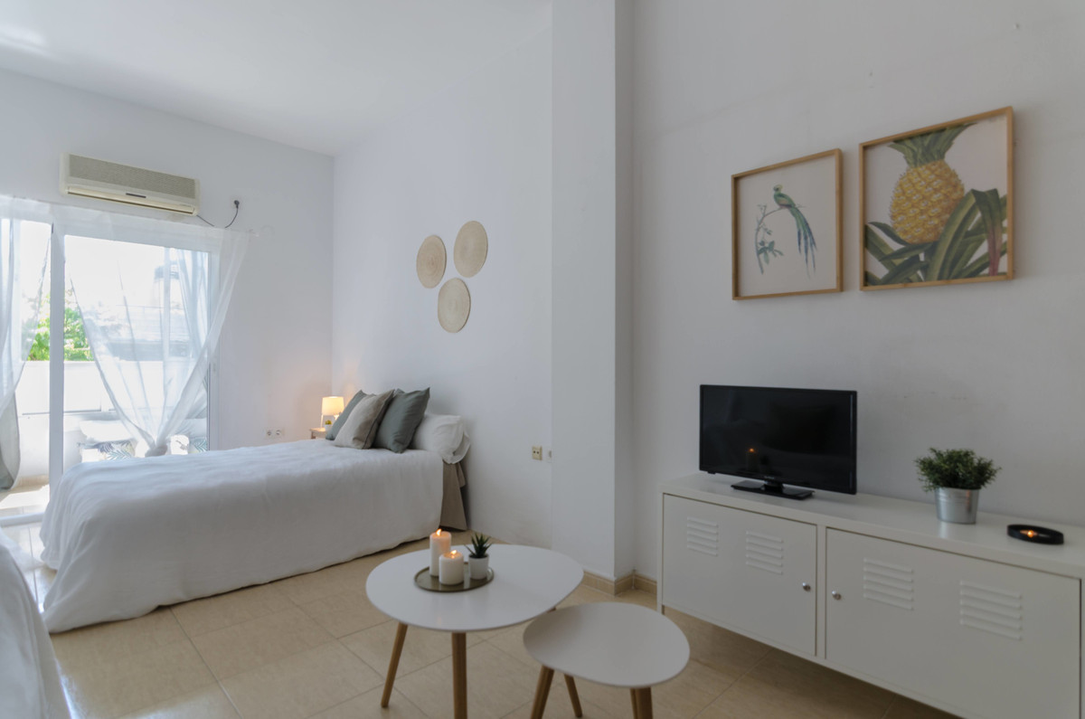 Fantastic opportunity in the heart of Los Boliches. Bright and spacious studio on the main avenue, d, Spain