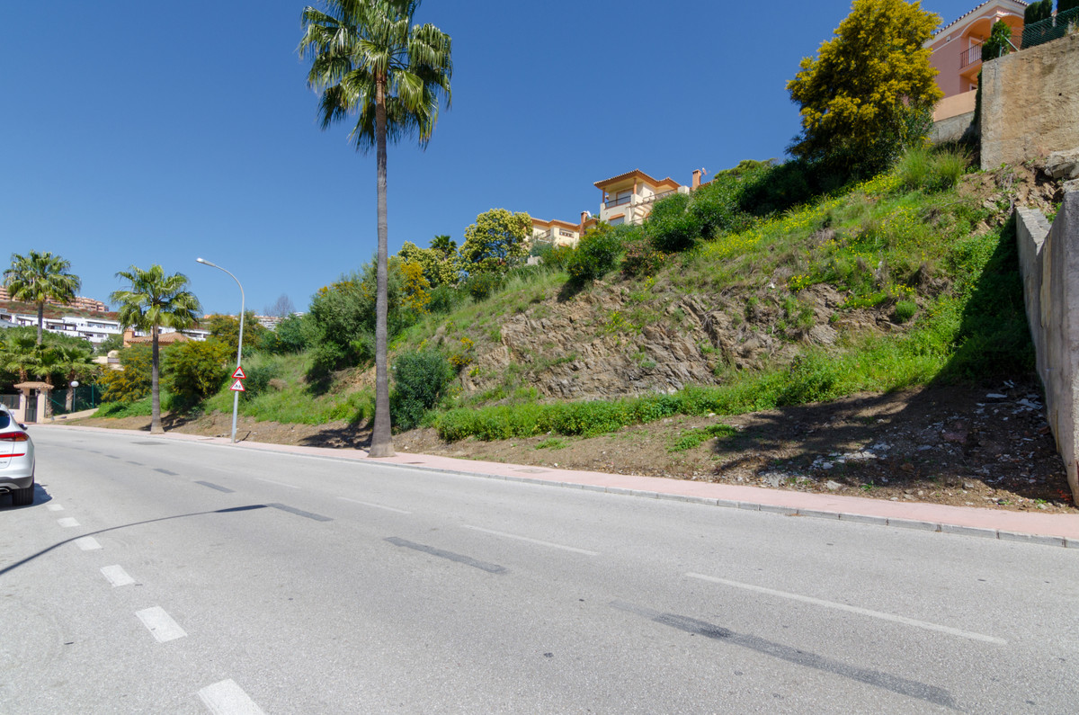Last available plot on the golf course with sea views. There are two projects and with up to three v,Spain