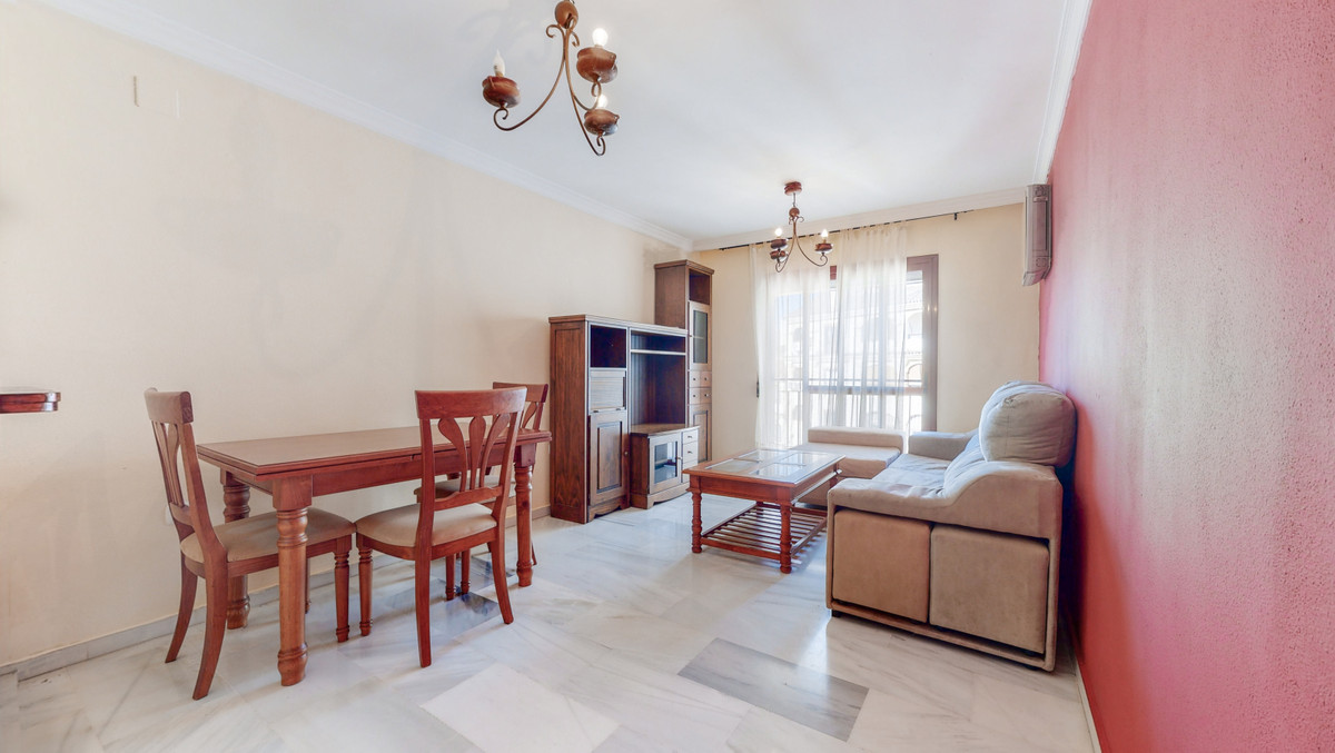 Fantastic apartment on the 4th floor, of 72M built, 65M useful, composed, spacious hall, 2 double be,Spain