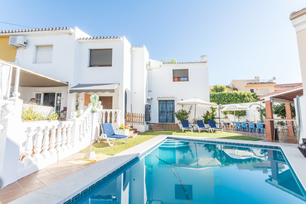 Fantastic independent villa in Los Pacos, very close to the beach and main communication routes, sch,Spain
