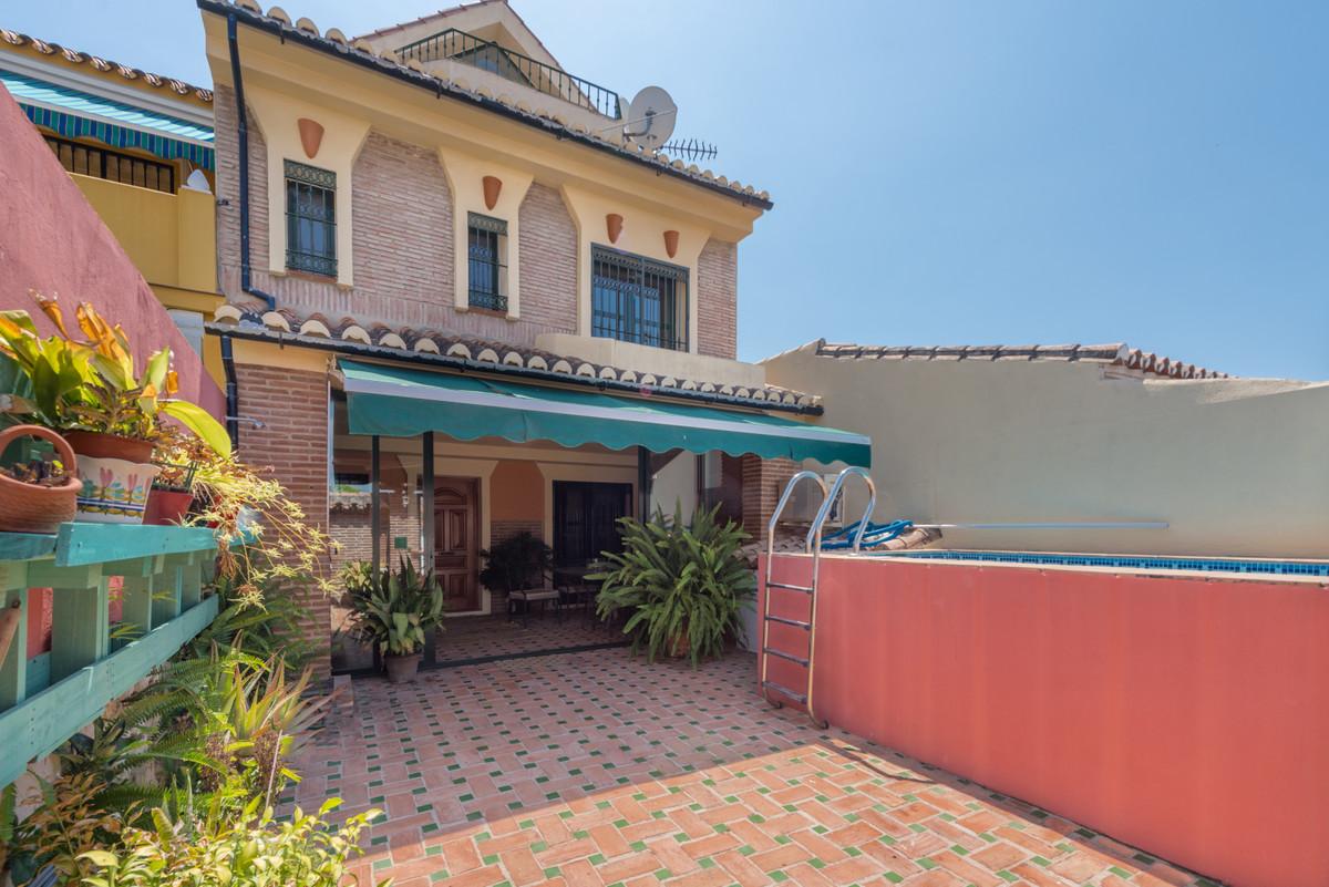 Detached Villa for sale in Nueva Andalucía R3677348