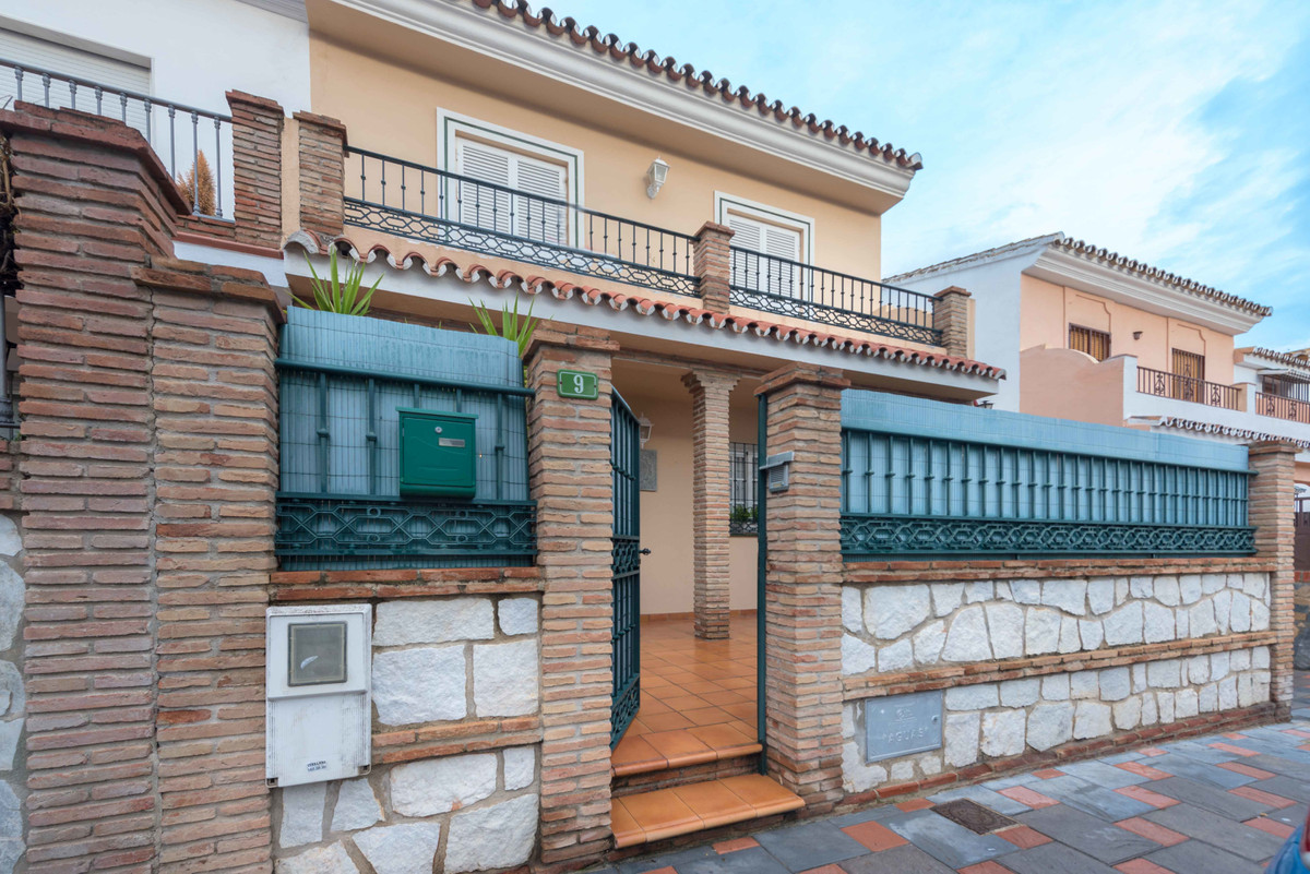 Magnificent corner townhouse located in Pueblo Lopez, one of the best areas of Fuengirola, close to ,Spain