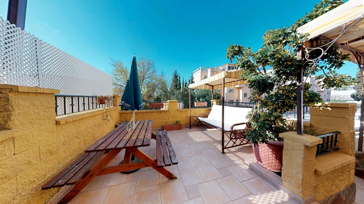 Beautiful townhouse in Sierrezuela distributed in three floors with good qualities. Porch, terrace, , Spain