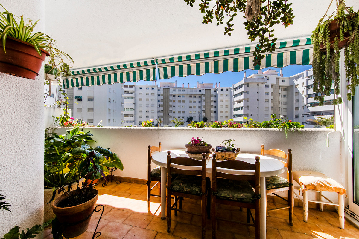 Large four-bedroom first floor apartment full of light for sale in well connected area of Miramar. F Spain