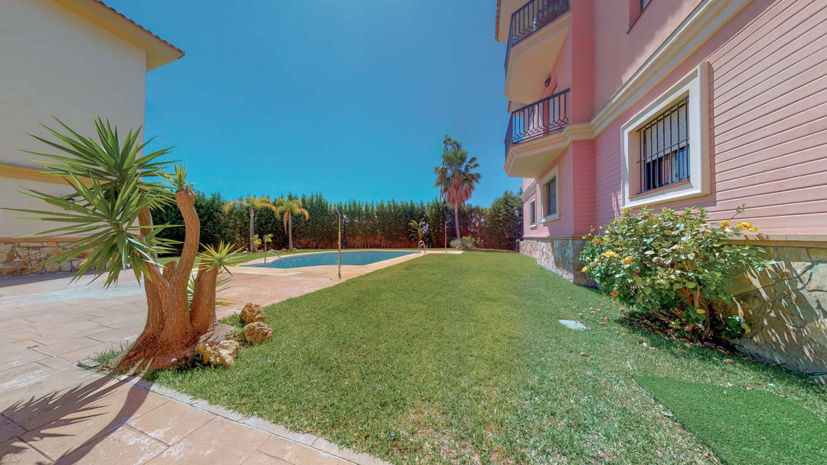 Apartment in Fuengirola area La Calerita, 88 square meters and approximately 2 minutes from the beac,Spain