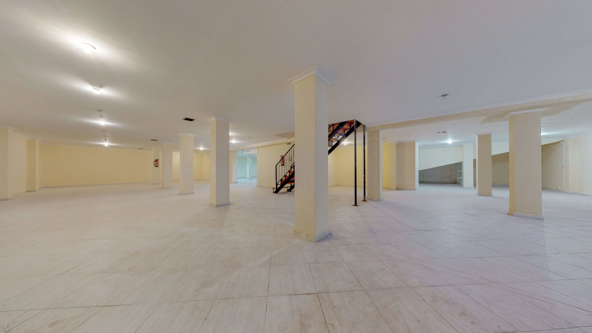 Commercial Premises, Fuengirola, Costa del Sol. Built 696 m². Ground floor: 226 m2, Basement: 470 m2, Spain