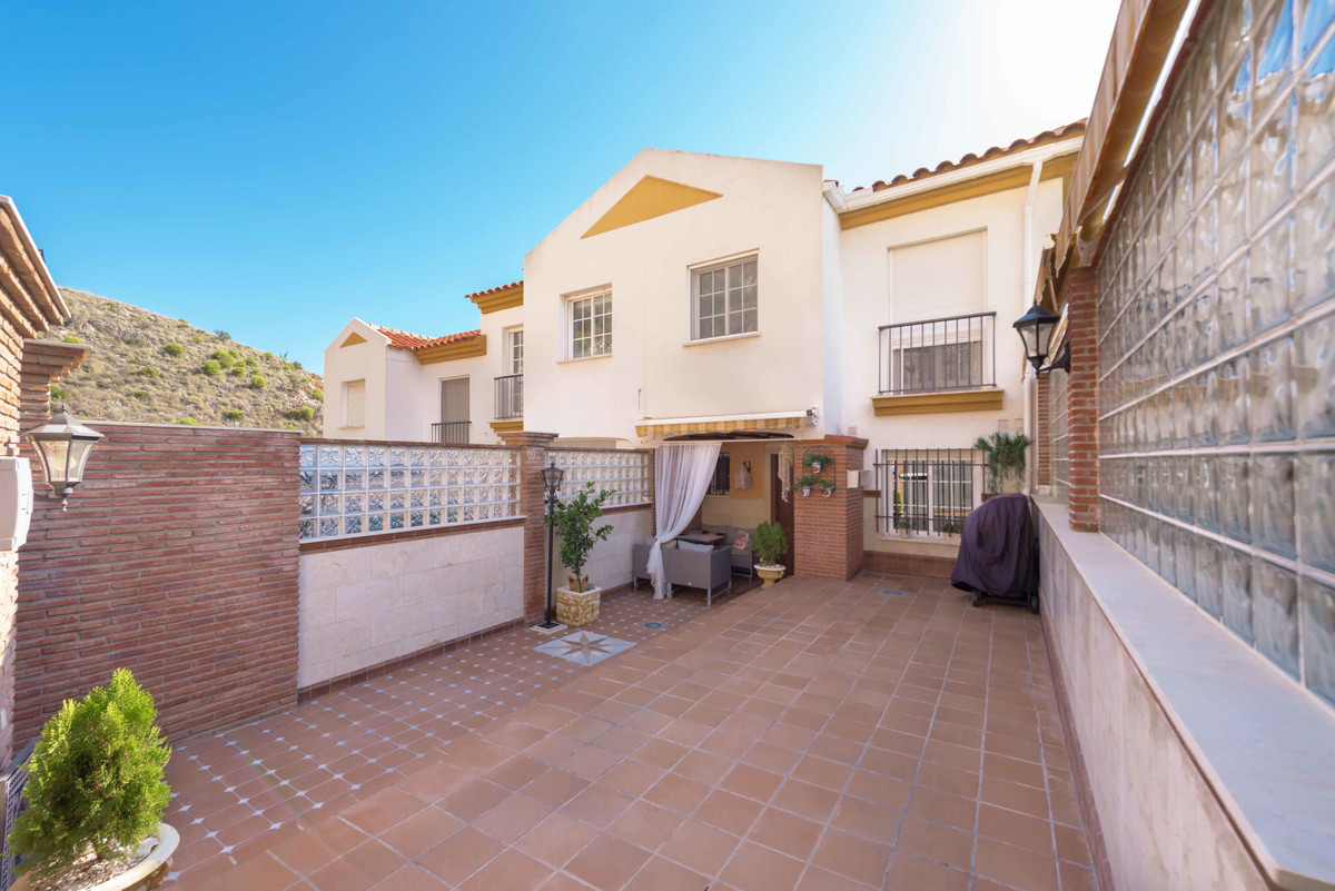 Fantastic corner townhouse, south facing with panoramic views of the sea and Benalmadena from its 3 , Spain