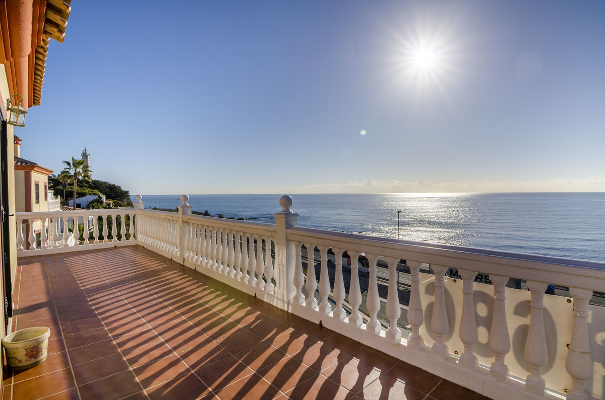 Great house in the urbanization El Faro de Mijas Costa on a plot of 605 sq/m and a constructed area ,Spain