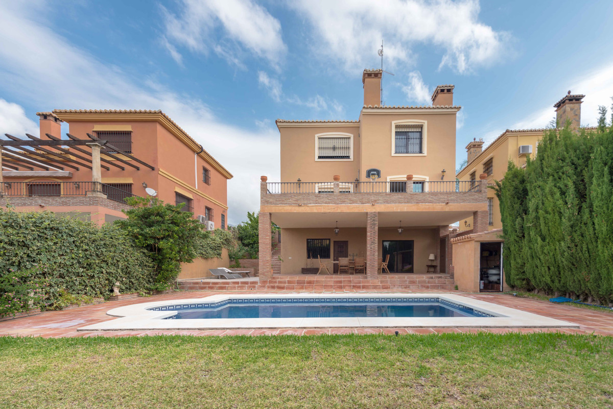 Detached Villa for sale in Sierrezuela R3290176