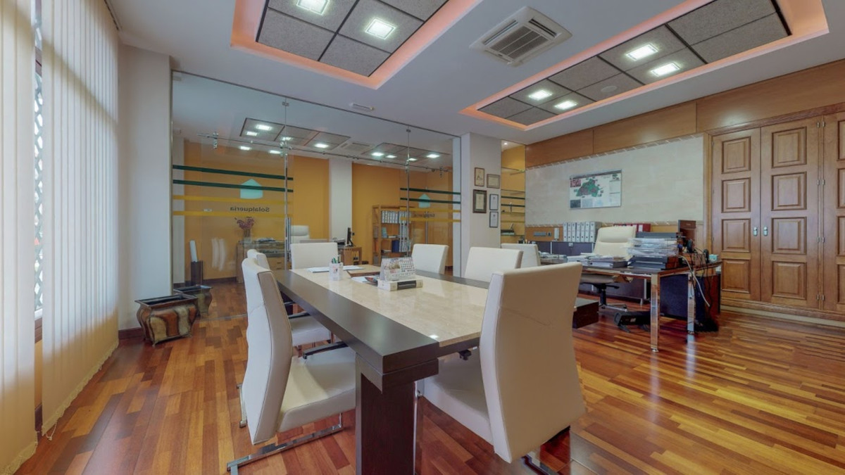 Office, Fuengirola, Costa del Sol. Built 194 m².  Setting : Town, Commercial Area, Close To Sea. Con, Spain