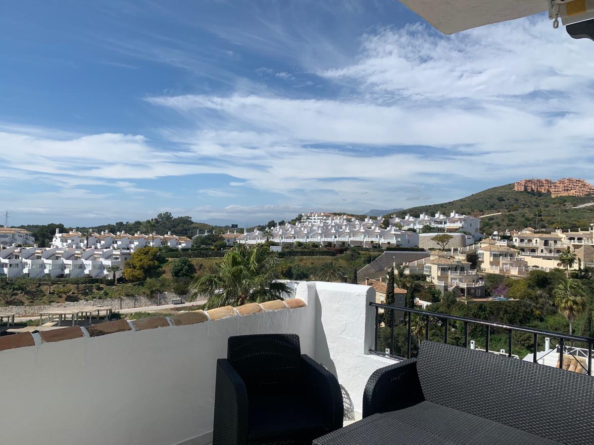 Apartamento Planta Media en Venta en Calahonda – R3616370