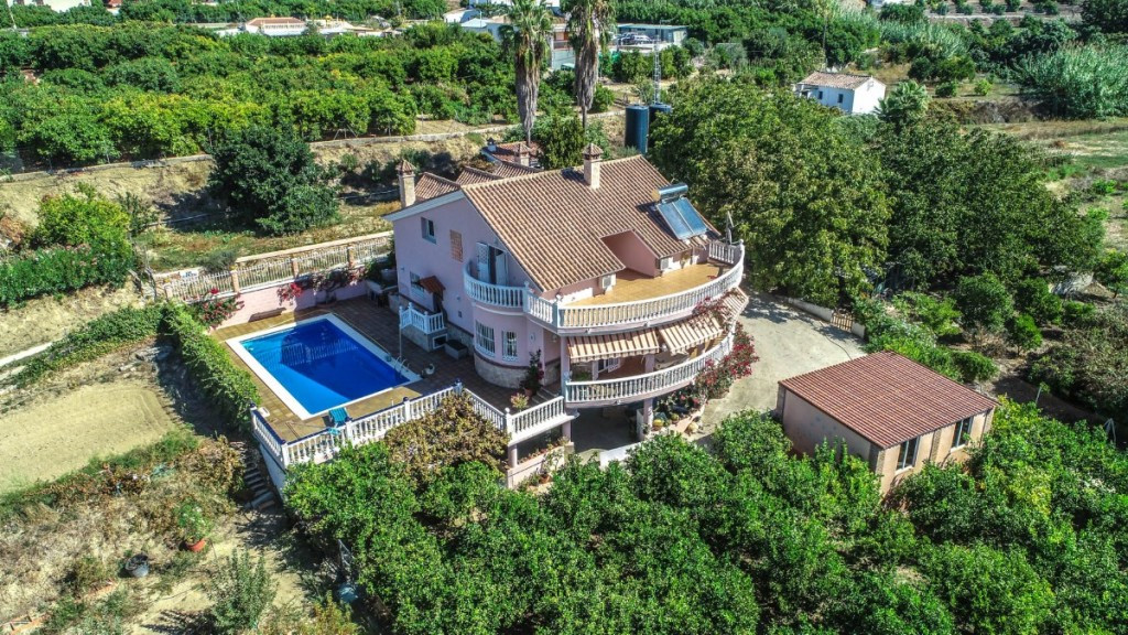 Finca with AFO!! Great Finca very well built on a fully usable plot with plenty of water.  The prope,Spain