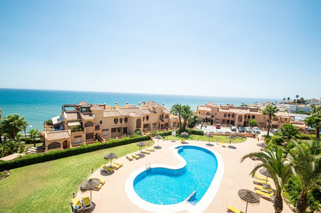Panoramic sea views. 300 meters to the beach. Large terraces + sunny roof terrace all day. Roof terr,Spain