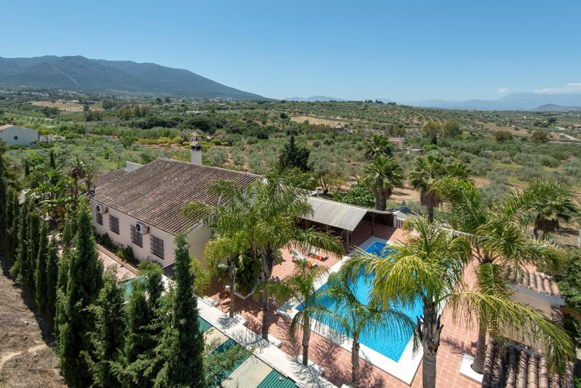 Finca with separate accommodation near Laura Golf ideal for a large family, rural business or B&, Spain