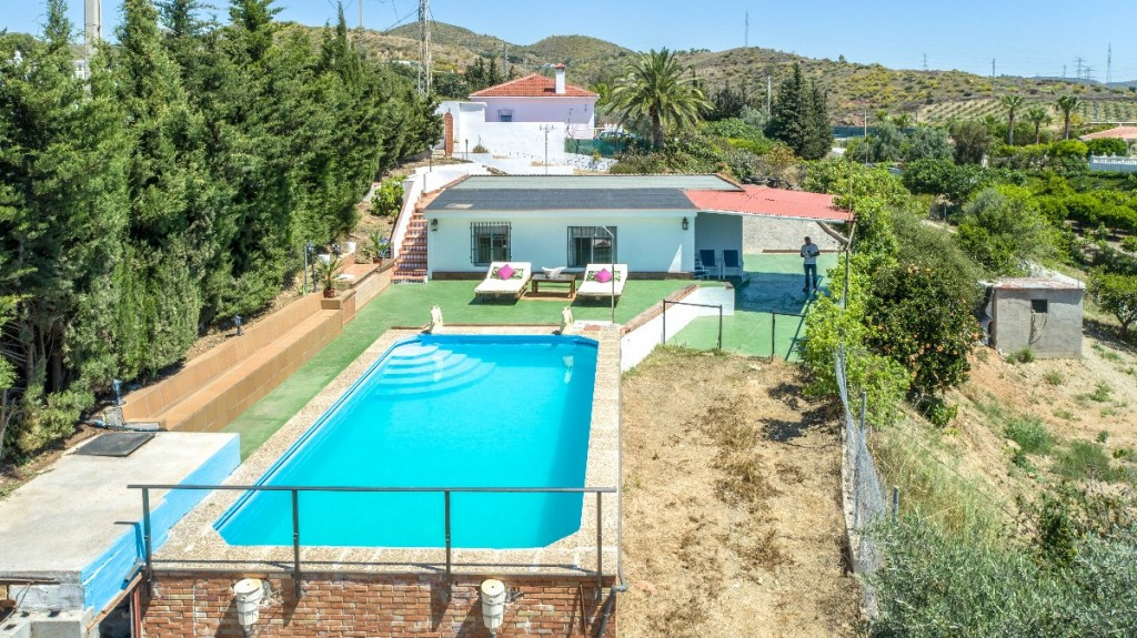 Beautiful Finca in very good condition located on a beautiful useful plot, with open views, with exc,Spain