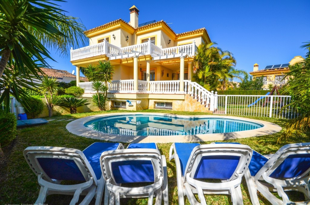 Beautiful Villa completely renovated with high qualities in La Sierrizuela.  It is distributed in 2 ,Spain