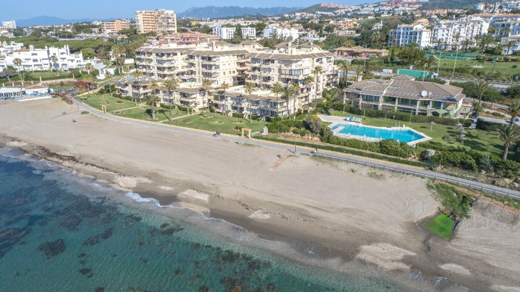 Bargain!!  Corner apartment located on the beachfront in a beautiful urbanization with direct access,Spain