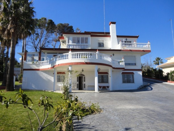 Huge Villa in a very exclusive, safe and quiet area but close to services, airport, beach and motorw, Spain