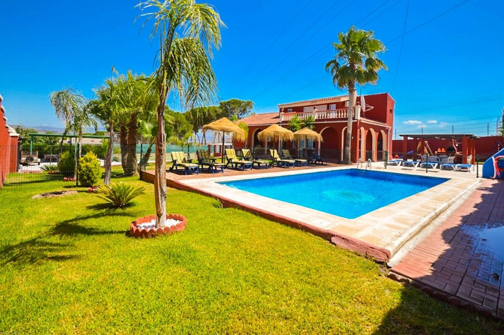 OPPORTUNITY. GREAT FOR BED & BREAKFAST! VILLA WITH A LETTING LICENSE!!  Large private Villa in P, Spain
