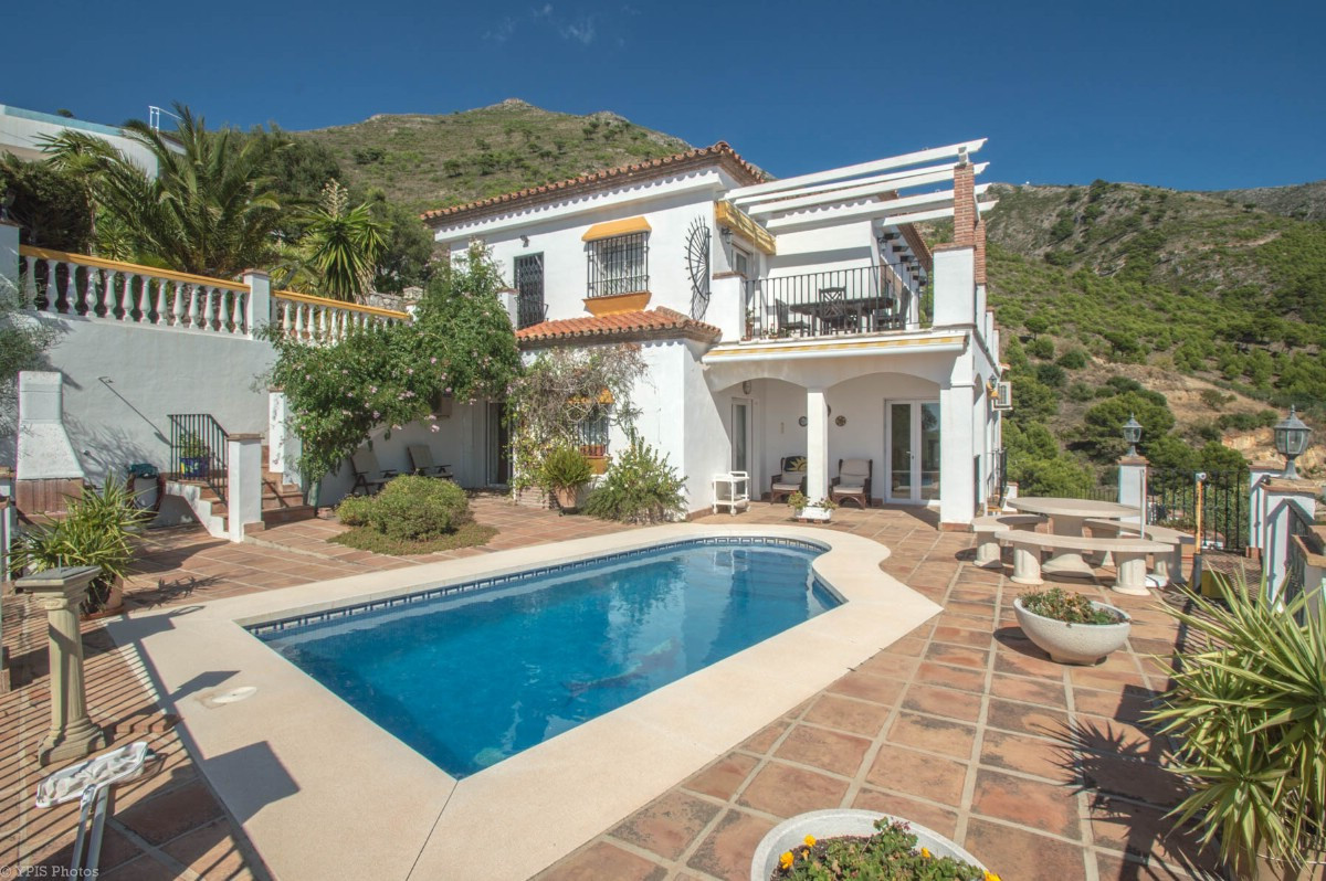 Recent reduction for a quick sale !!  Beautiful 4 bedroom Villa with stunning panoramic views of the,Spain