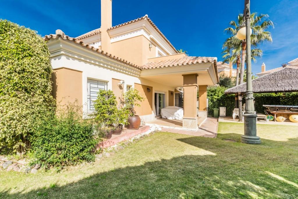 Marbella Banus Pareada en Venta en Santa Clara – R3600485