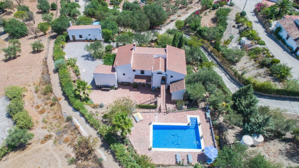 We are proud to present this wonderful, exquisitely renovated and maintained Country House with the ,Spain