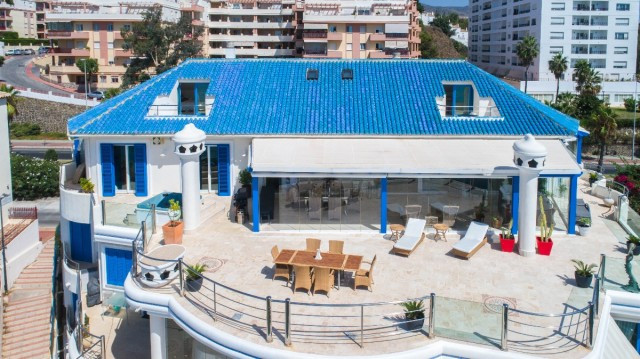 Luxurious duplex penthouse with panoramic views to the sea, to the bay of Fuengirola and with direct,Spain