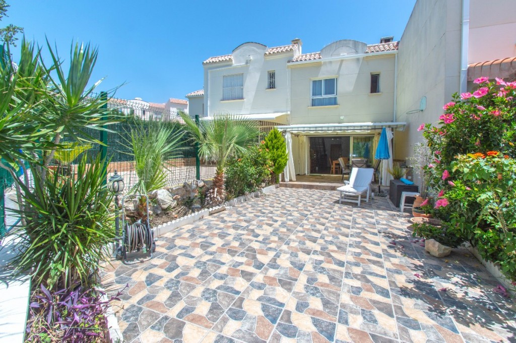 Excellent location!!  Beautiful townhouse with a large sunny patio located a few meters from the bea,Spain