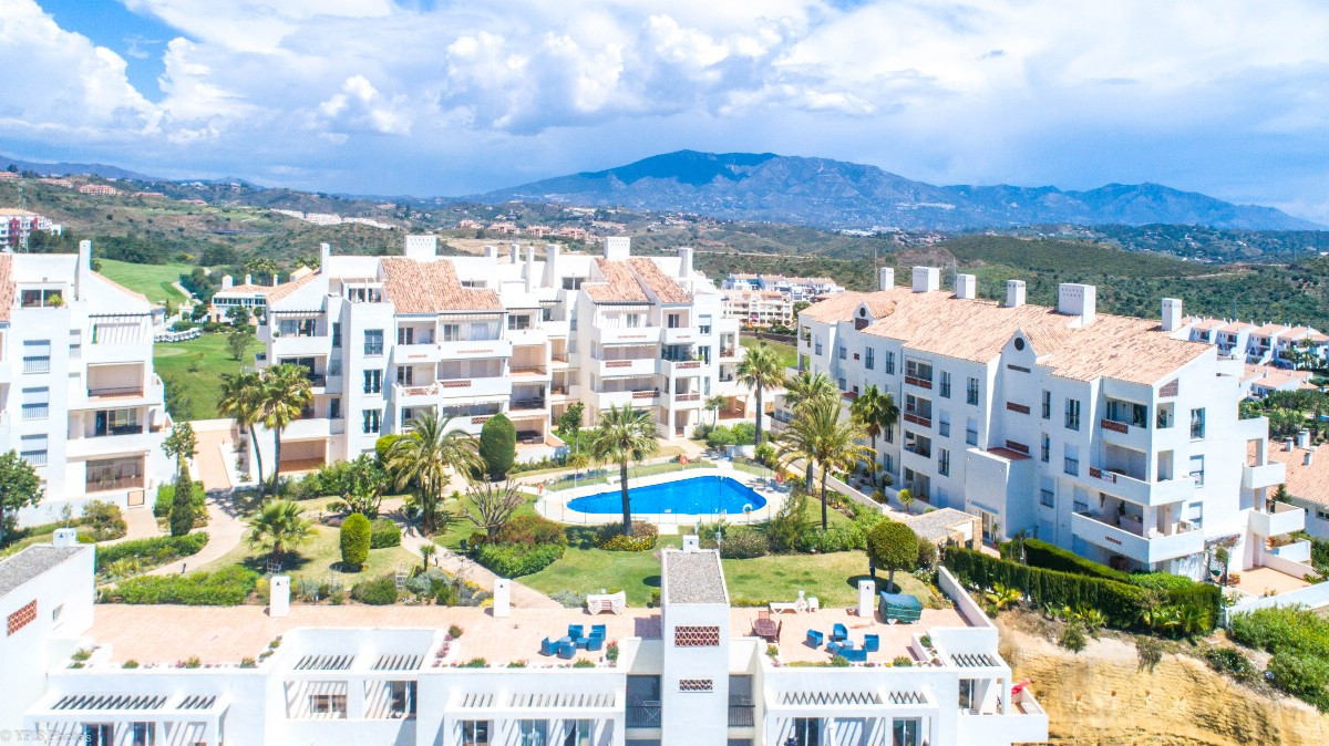 Wonderful corner penthouse with panoramic views of the sea and mountains located in the exclusive co,Spain