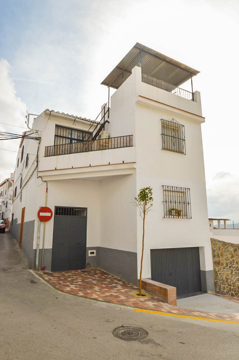 Apartment on 1st floor with panoramic views of the countryside and mountains located next to all ser, Spain