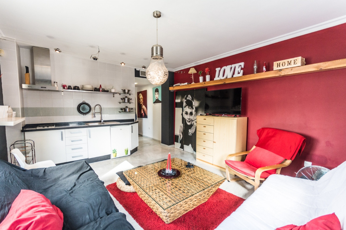 INVESTMENT OPPORTUNITY !!!  Recent reduction for a quick from129.000€ to 99.000€  Nice corner apartm,Spain