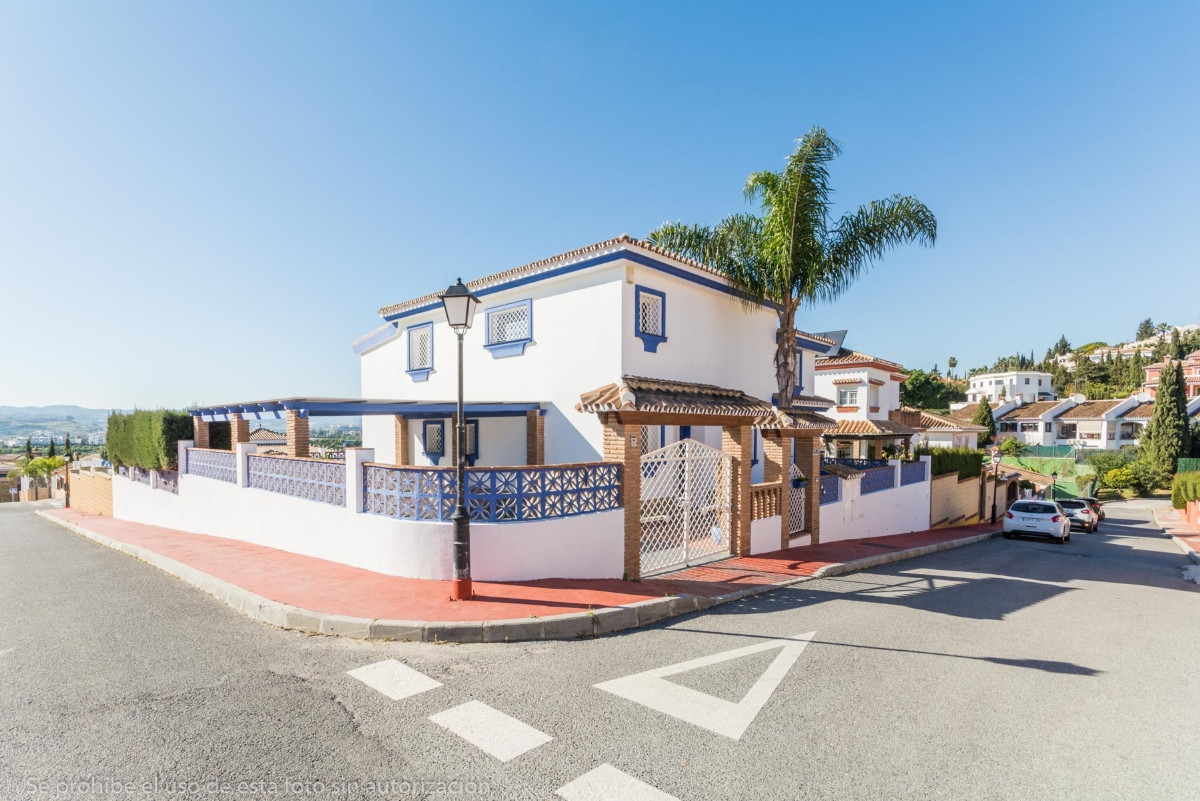 Detached Villa in Mijas Costa R2458832