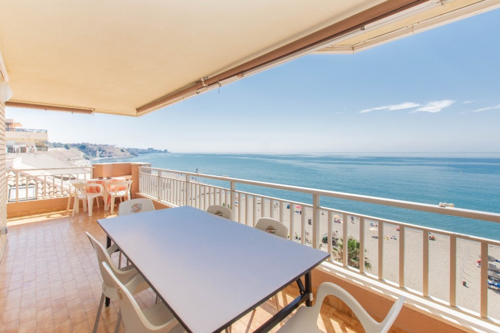 Fabulous penthouse located on the beach front in Carvajal with fantastic views surrounded by all ame, Spain