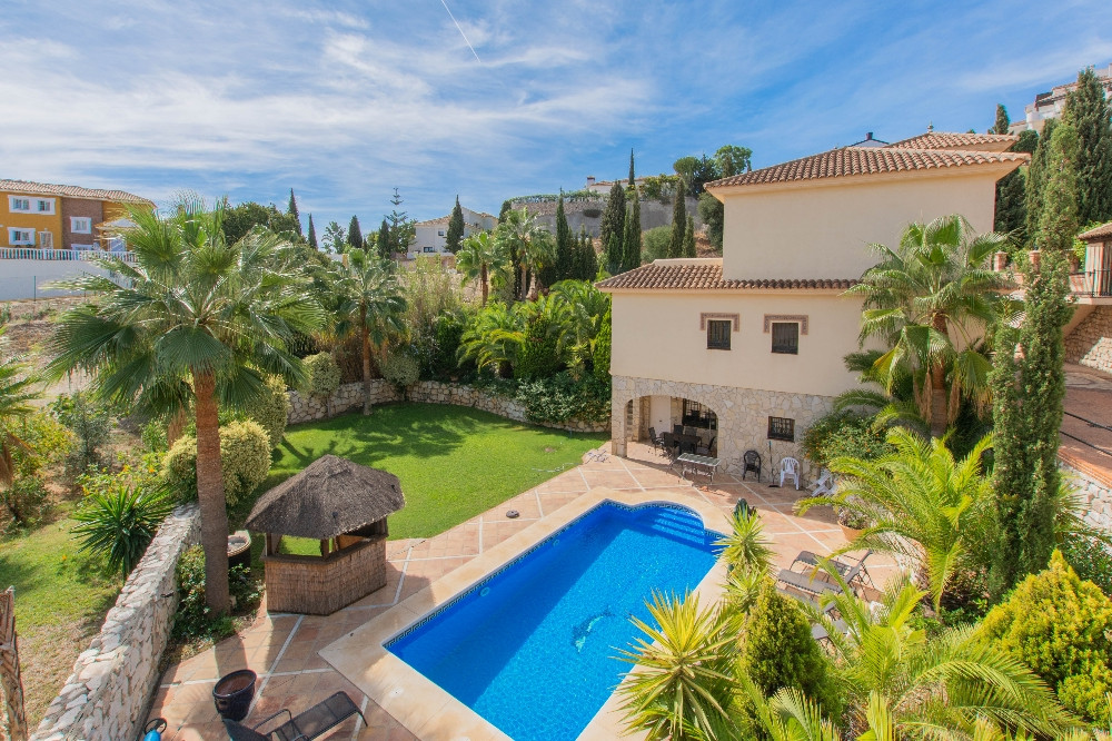 Charming Villa close to Mijas Golf and all amenities ideal for family home.  It is distributed as fo,Spain