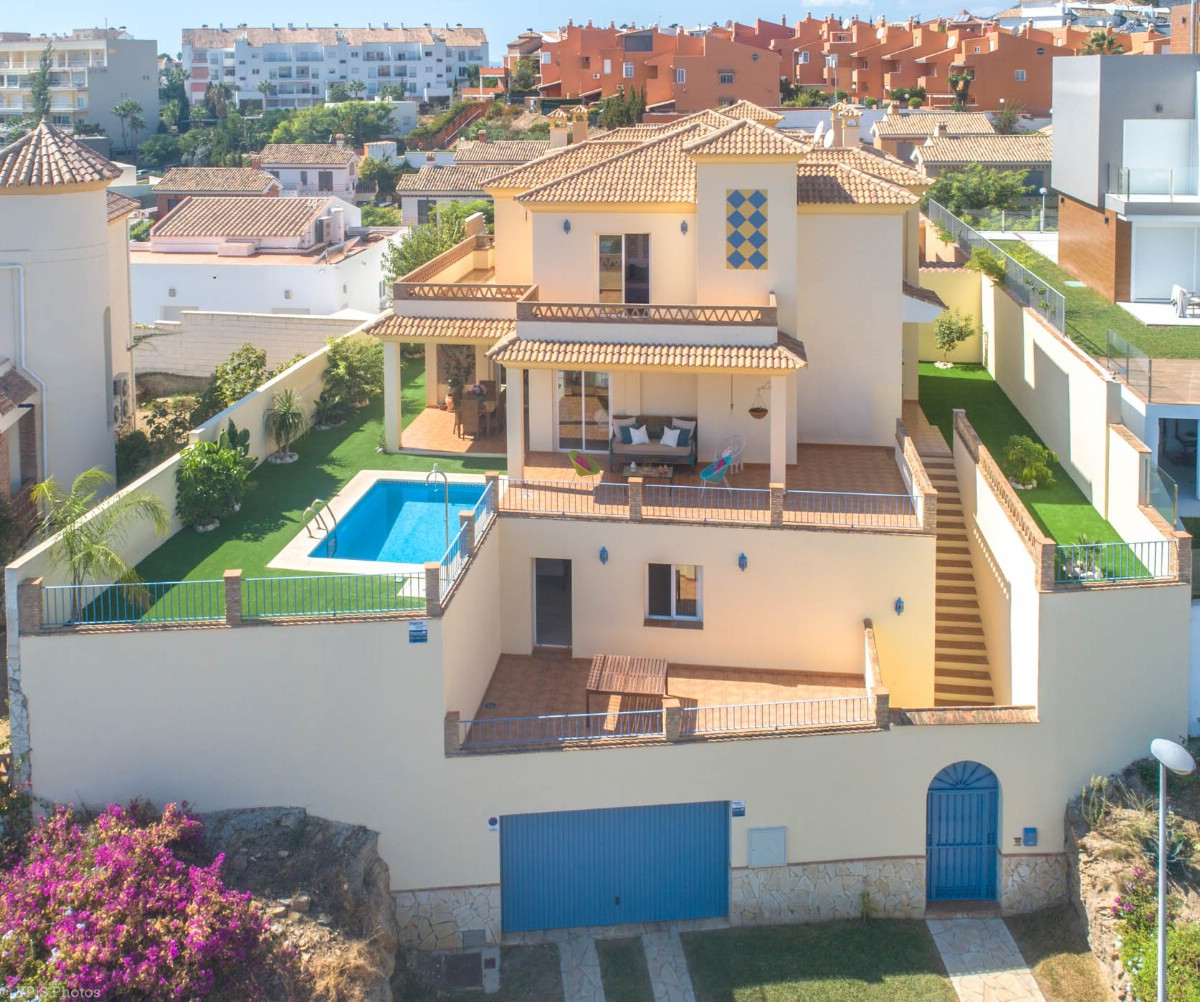 Spacious Villa walking to the beach and services with panoramic views, elevator and possibility of cSpain
