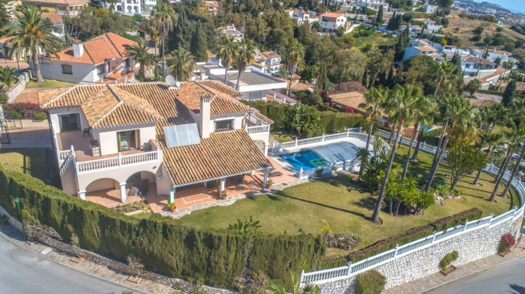 Opportunity to buy a wonderful and very spacious Villa very well built with quality material and ove,Spain