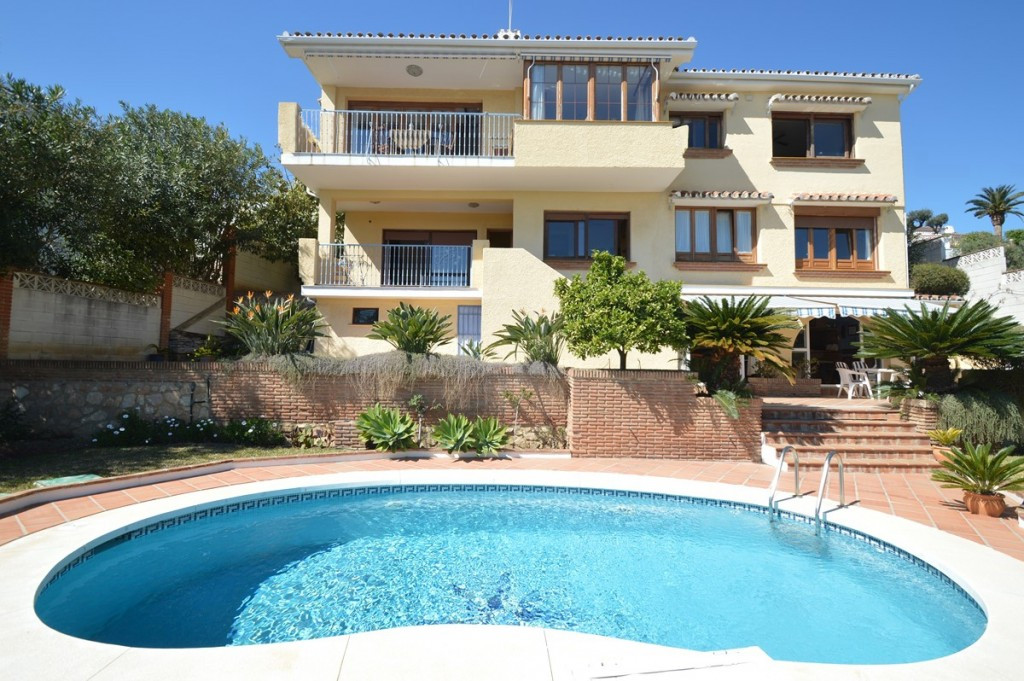 Villa in TORREMUELLE with panoramic sea views, situated in a quiet and safe residential area but wit,Spain