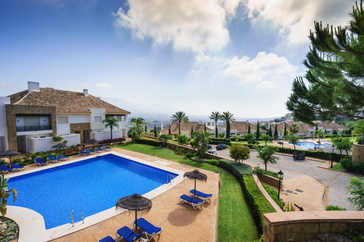 Beautiful townhouse in Mijas Golf with beautiful golf course and sea views.  It is distributed in 3 ,Spain
